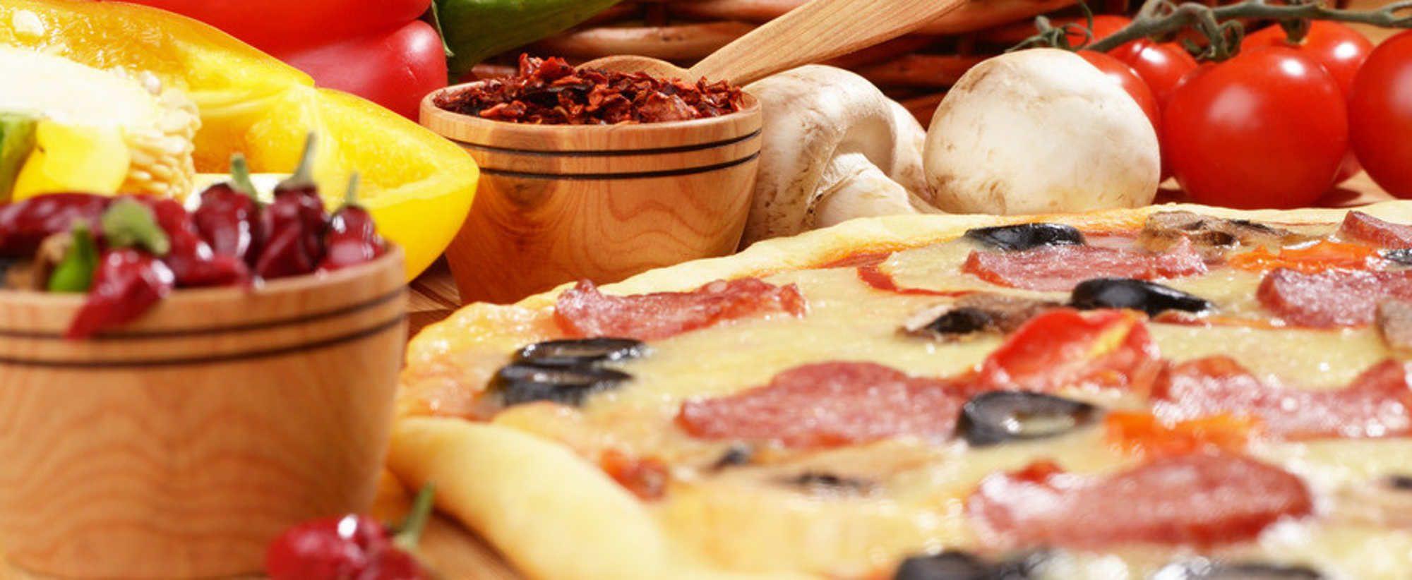 Pizza Da Vinci | Pizza mit Tomaten und Salami und Brokkoli